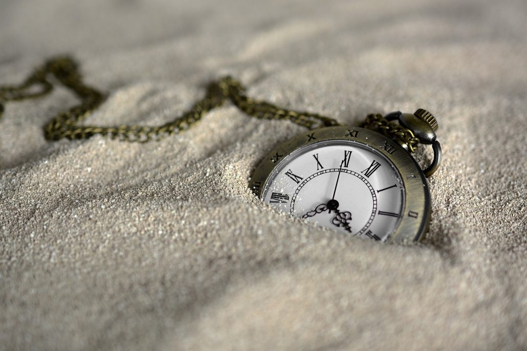A pocket watch in the sand - when moving with seniors, it's best to start preparing in advance