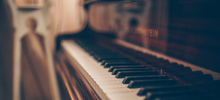 up close shot of piano keys