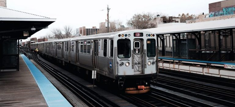 Train going through best Chicago neighborhoods for newcomers