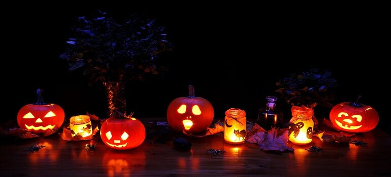 Hallowing decorations