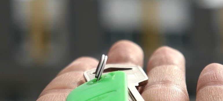 hands holding keys