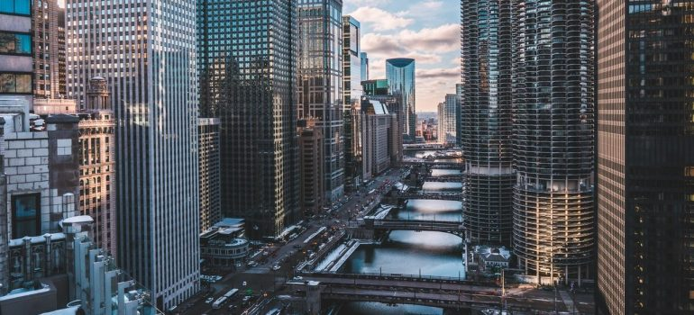 an aerial view of the city of Chicago as one of the best places for commuting in Illinois