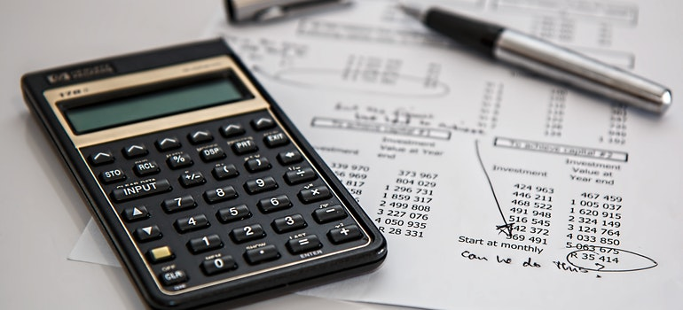 Calculator, pen and paper for buying second home in Lincolnwood